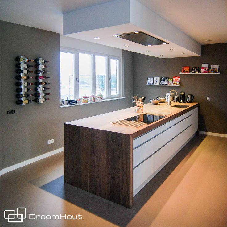 Ikea keuken met een DroomHout blad!   De perfecte oplossing om een standaard keuken net even minder saai te maken!   Hout in de keuken maakt het warm en levendig   Wijk maken dit blad voor jou op maat!