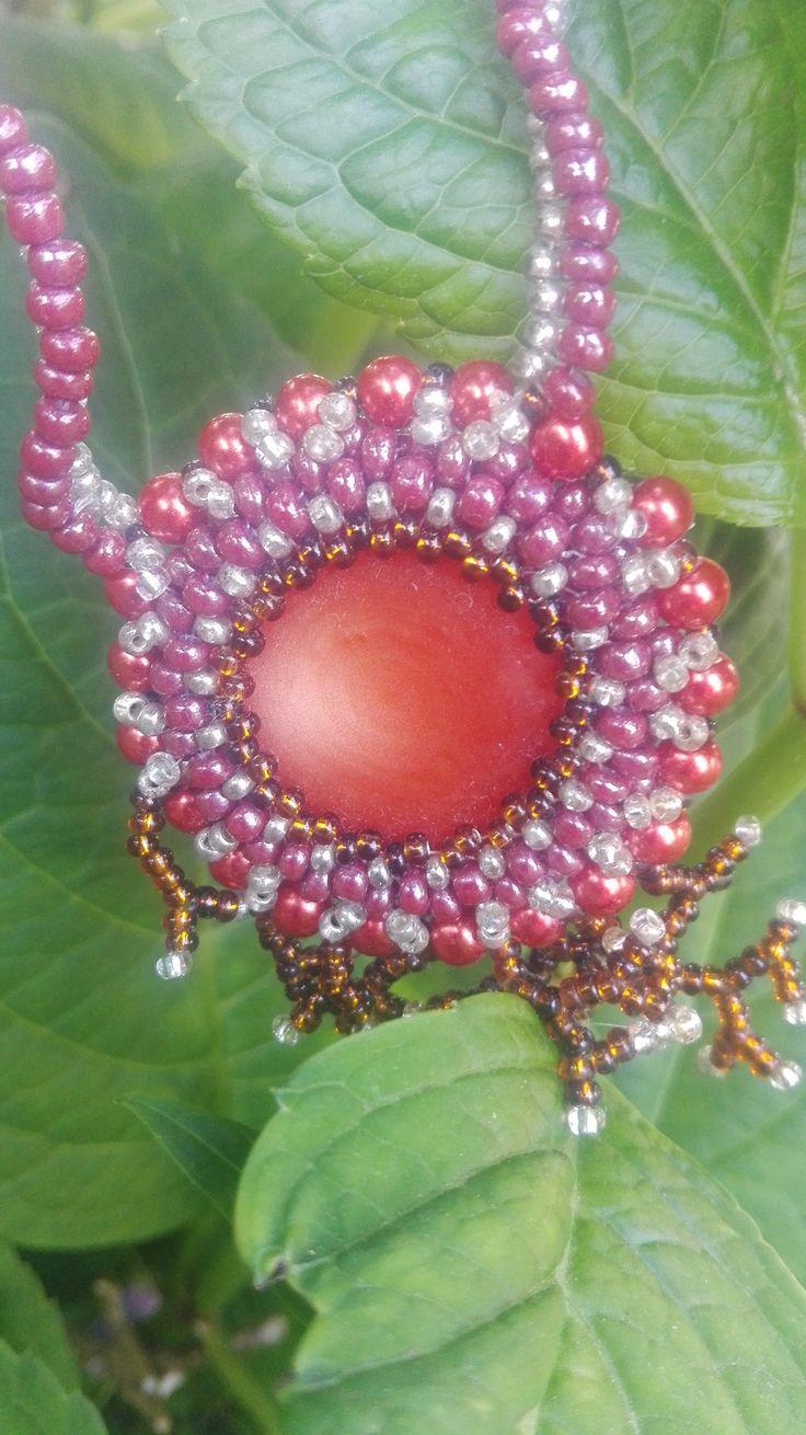 Náhrdelník+dračí+oko+Náhrdelník+v+hnědých+odstínech+doplněný+stříbrnou+a+červenou.