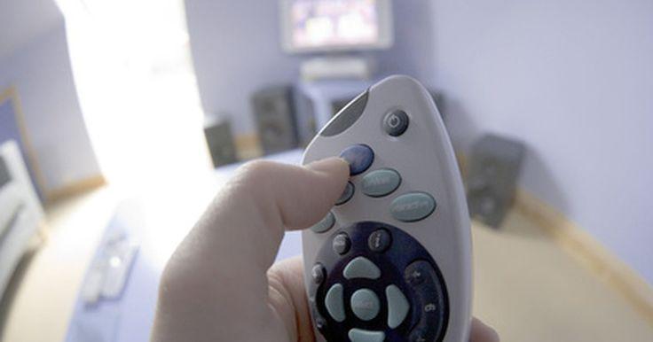Como assistir aos diferentes canais da Sky TV em salas separadas. Controvérsia sobre o que assistir na televisão pode ser a causa de conflitos em muitas famílias. Uma ótima maneira de manter todos felizes é instalar o sistema Sky Television em mais de um televisor. Para assistir aos diferentes canais da Sky Television em televisores separados e ao mesmo tempo, você precisará de mais de um cabo de alimentação de ...