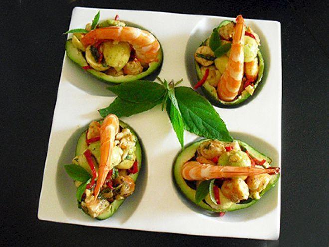 Recette Entrée : Avocats aux crevettes et sauge ananas par Chantal1699