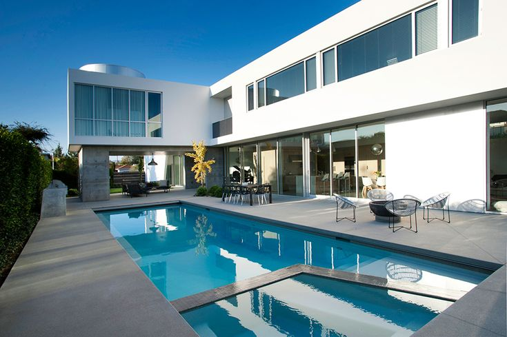 Bit too modern and white but like the texture of the stucco approach