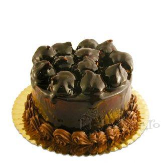 Gogosele de Choux a la Creme acoperite cu sirop de ciocolata ce ofera un decor perfect pentru un tort senzational