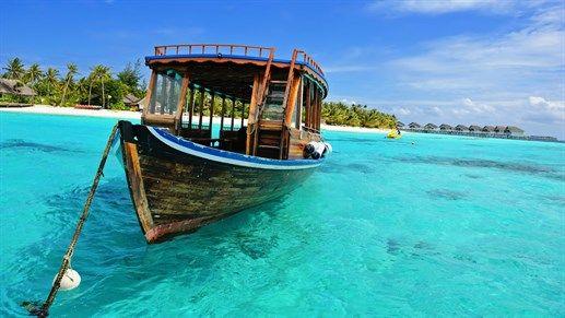 Boat on the water in the Maldives #dhoni #ocean #sea #blue #kilroy #maldivene