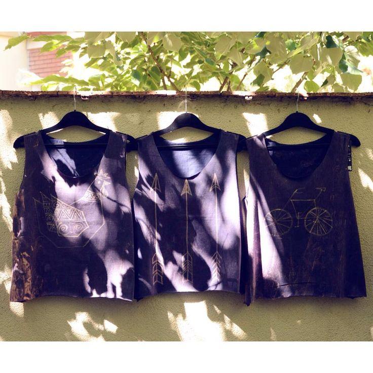 Shadows  Unique technique minimal pattern batik croptop collection ss17   #szputnyikshop #szputnyik   #arrow #bicycle #hen #chicken #boho #style #tanktop #selection #summer #musthave #purple #top