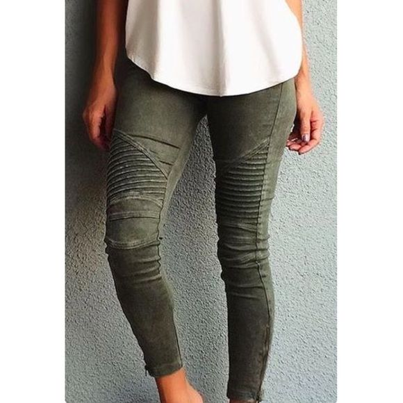 """H&M Mama (maternity) moto leggings olive green Great condition can work throughout yiur pregnancy for you because they are stretchy like leggings.   Pockets in back. *model pic is not of actual pants only similar style. Listed these as a 6 so they would come up on your filtered search by """"my size"""". Hm runs small these are really a size 8 but would fit Pre pregnancy size 4/6 H&M Pants"""