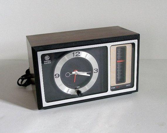 Vintage 1970 S Ge Woodgrain Alarm Clock Am Fm Radio Model