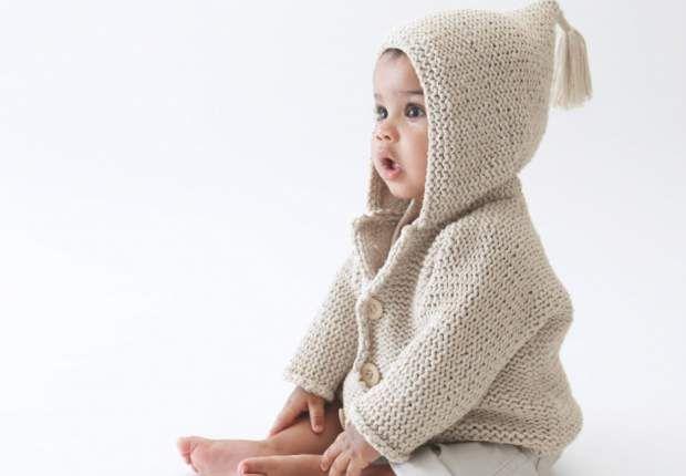 Un gilet à capucheTricotez ce gilet à capuche pour bébé qui lui tiendra chaud pour l'hiver et fera un beau cadeau de Noël.Retrouvez tous nos modèles de tricot pour bébés
