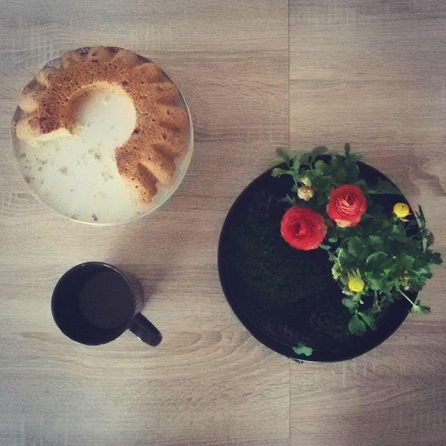 mrs.g.a.l.a#minimalism #minimalist #minimal #transfer_visions_nm2 #transfer_visions #transfer_v#minimalove #minimalobsession #photooftheday #minimalninja #instaminim #food#foodporn #food52 #simple #simplicity #tablesituation #table #onthetableproject #onthetable#photoofthedays #instagood #beautiful #art #lessismore #simpleandpure#coffee #coffelovers #coffeetable