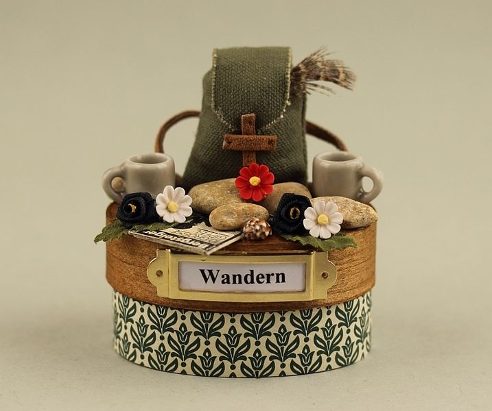 Wandern  Miniatur-Deko-Dose klein von Miniaturen Schaller auf DaWanda.com