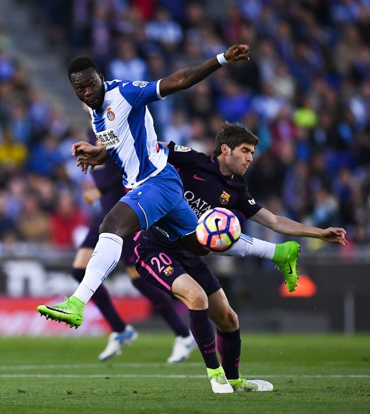 Felipe Caicedo of RCD Espanyol competes for the ball with Sergi Roberto of FC Barcelona during the La Liga match between RCD Espanyol and FC Barcelona at the RCDE Stadium on April 29, 2017 in Barcelona, Catalonia.