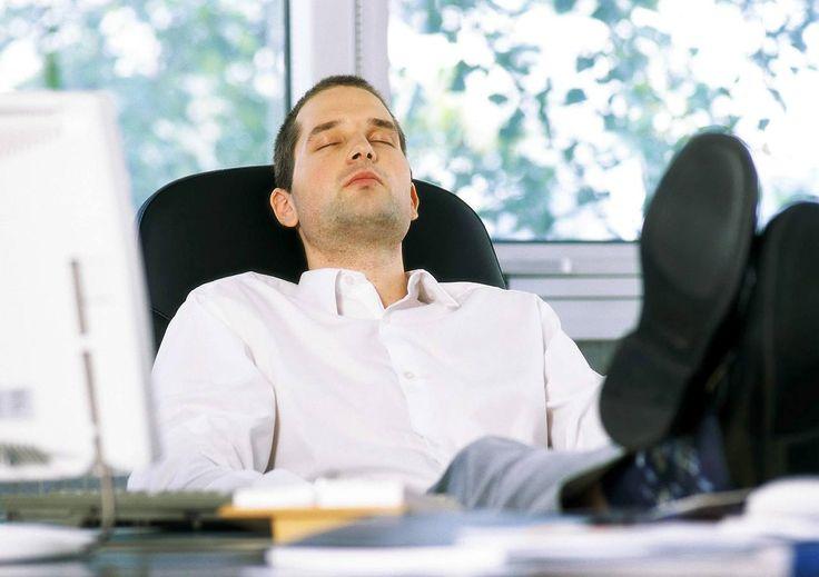 """Abmahnung, dann Rauswurf: Kündigung von """"Minderleistern"""" - So werden Chefs faule Mitarbeiter los http://www.focus.de/finanzen/experten/rill/kuendigung-von-minderleistern-mit-dieser-strategie-werden-chefs-faule-mitarbeiter-los_id_3466831.html"""