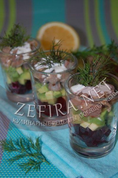 Салат из свеклы с авокадо и маринованной сельдью - рецепт и фото