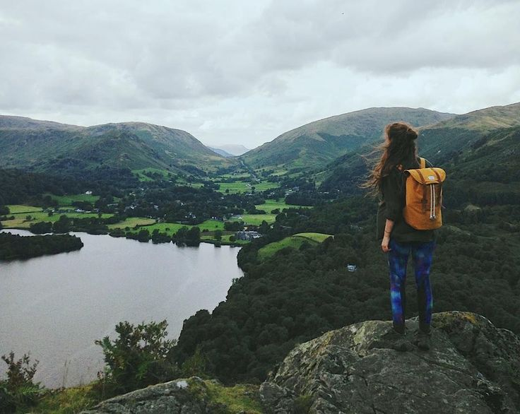Our backpack Stig in yellow is pretty marvellous. With this view, it's even better.