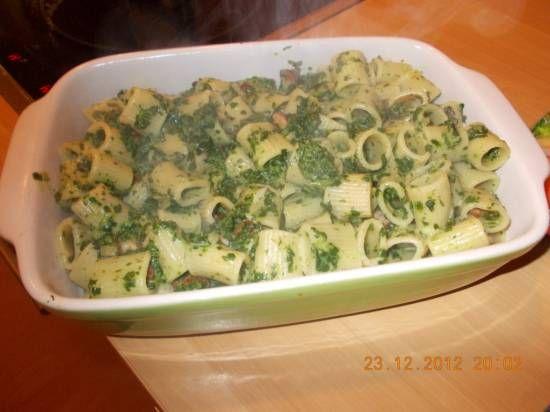 Deze heerlijke pasta kregen we voorgeschoteld door een vriendin tijdens onze leesclubavond. Heerlijk! Meteen het recept gemaakt. Het viel ook erg in de smaak...