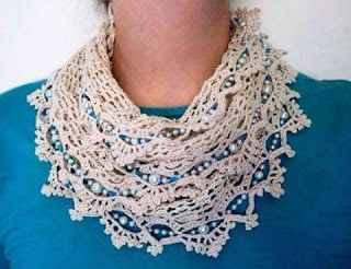 Tina's handicraft : round scarf with beads at the ends