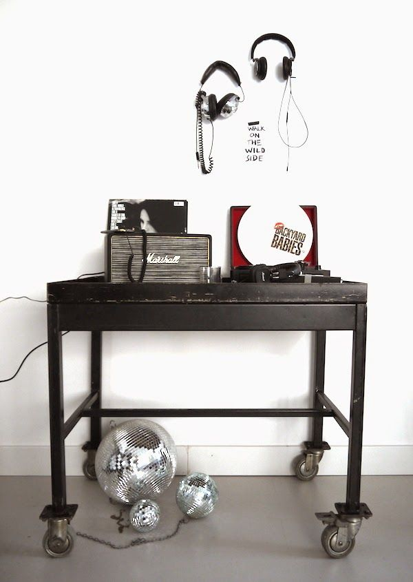 vosgesparis: Vinyl records and modern record players   Let's talk about music