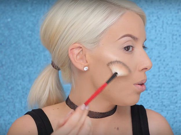 Express your patriotism this 4th of July through your makeup. Here's an Easy 4th of July Makeup Tutorial by Makeup Tutorials at http://makeuptutorials.com/easy-4th-of-july-makeup-tutorial/