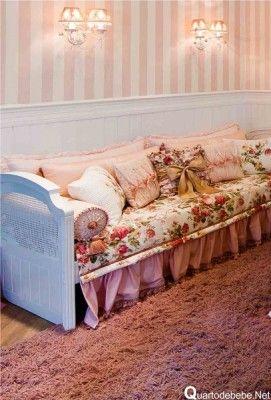 papel de parede rosa listrado