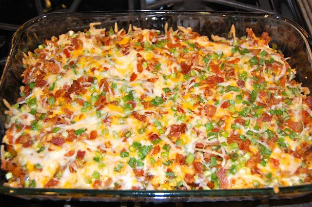 LOADED BAKED POTATO & CHICKEN CASSEROLE: 2 lbs chicken breasts, 8 potatoes (cubed), 1/3 c olive oil, 1½ tsp salt, 1 Tbsp fresh ground pepper, 1 Tbsp paprika, 2 Tbsp garlic powder, 6 Tbsp hot sauce, TOPPINGS: 2 c shredded cheese, 1 c crumbled bacon, 1 c diced green onion