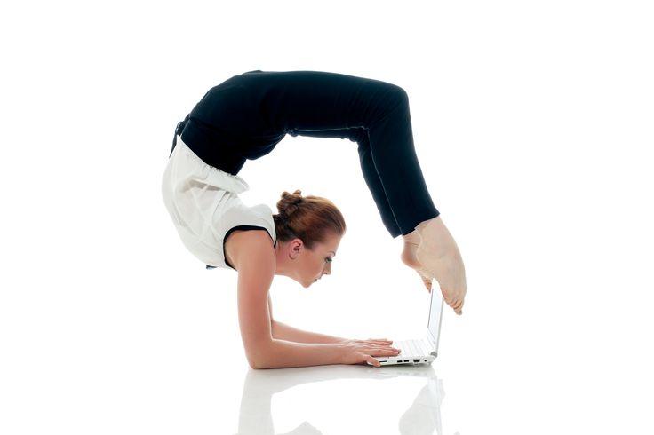 #colifeyogaman  Voici une businesswoman qui trouve le temps de travailler et de faire du #yoga en même temps :). Vous voyez messieurs, si elle le peut, vous aussi !  Le Yoga, c'est adhérer à une hygiène de vie complète. Il y a pas de pré requis, chacun s'exprime à travers son corps. Mais moi je sais pourquoi il y a moins d'homme au Yoga....c'est parce qu'ils ont peur ! :)  http://www.colife.ch