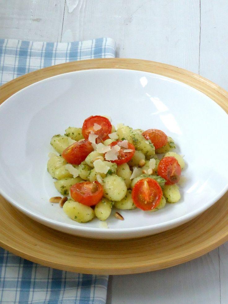 Lekker en simpel recept voor gnocchi con pesto.