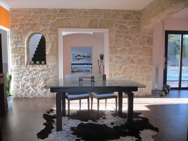 Piscine spa décoration soignée pour une maison de vacances dans le sud et proche