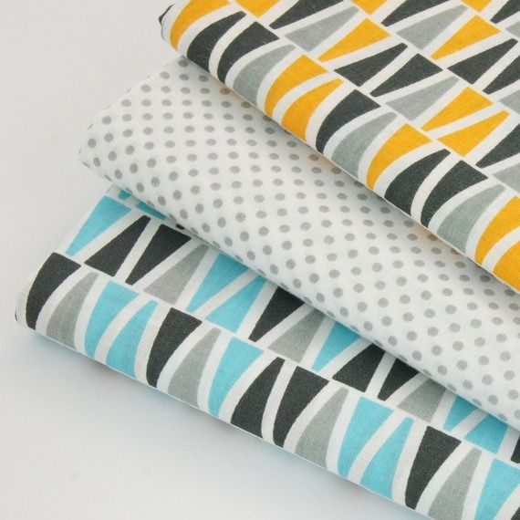 Tissu imprim 100 coton triangles gris et bleu turquoise sur fond blanc tu - Tissus bleu turquoise ...