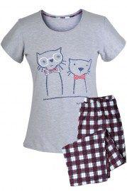 MUZZY nightwear, piżama, piżama z krótkim rękawem w kolorze szarym, grafika dwa koty. Spodnie ¾, w kratkę, więcej na www.muzzy.pl/sklep