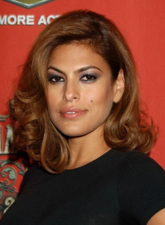Eva Mendes medium hairstyle
