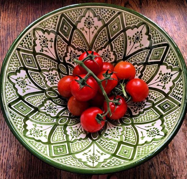 Frukt/salladsskål i lite större modell, t.ex. denna stil i keramik