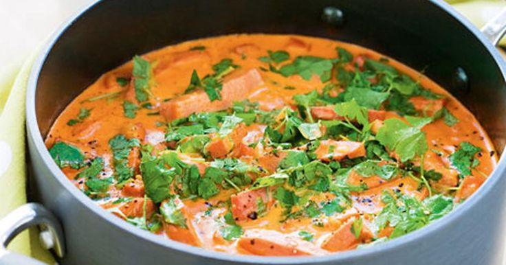 Korv Stroganoff på falukorv är en klassiker i det svenska vardagsköket - smakar lika bra i matlådan dagen efter. Här är ett recept från Vår kokbok.