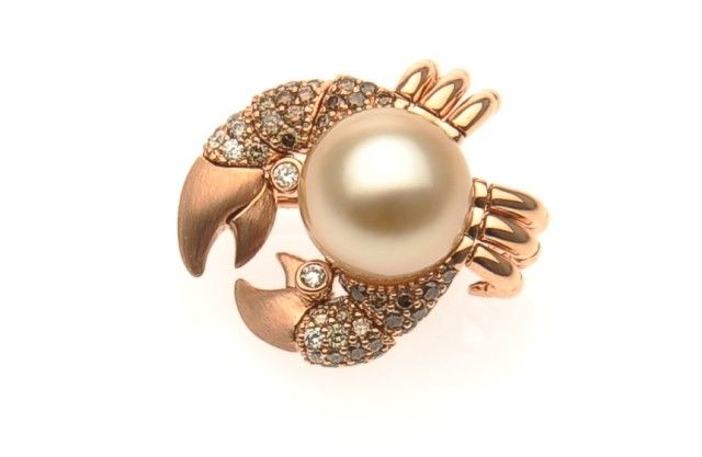 AUTORE Brooch  18k Yellow Gold with Diamonds and a South Sea pearl