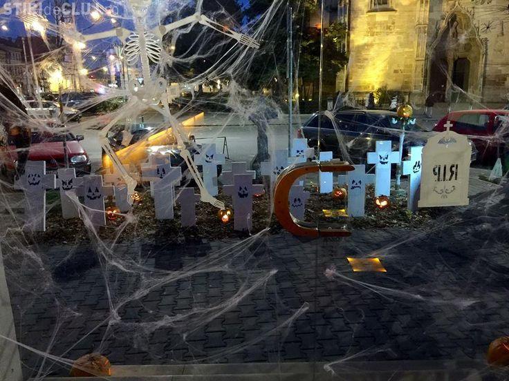 Gest halucinant al unui club din Cluj, în timpul doliului naţional pentru victimele din Colectiv - http://www.eromania.org/gest-halucinant-al-unui-club-din-cluj-in-timpul-doliului-national-pentru-victimele-din-colectiv/