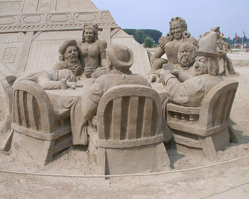 Poker Game sand sculpture