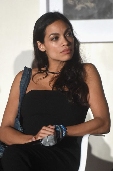 "Rosario Dawson Photos Photos - Actress Rosario Dawson speaks at the ""Open Worlds: Art In The Age Of Interactivity"" panel in Miami at Audemars Piguet Art Commission ""Reconstruction Of The Universe"" By Sun Xun hosted by Take-Two Interactive at Oceanfront Miami Beach on November 30, 2016 in Miami, Florida. - Take-Two Interactive Hosts the 'Open Worlds: Art in the Age of Interactivity' Panel in Miami"