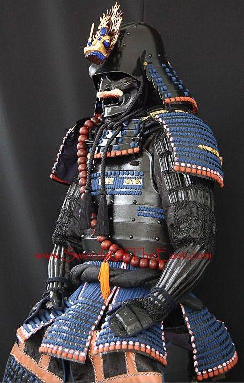 Réplica de uma armadura de Uesugi Kenshin