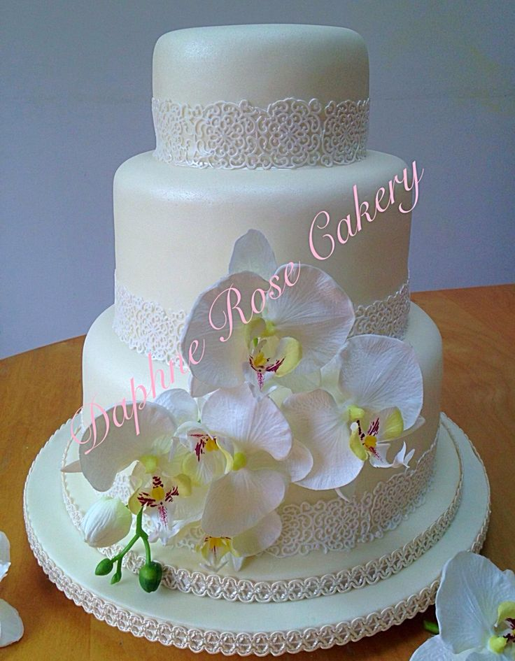 #ediblelace #lace #3tier #orchid #weddingcake email enquiry drcakery@gmail.com