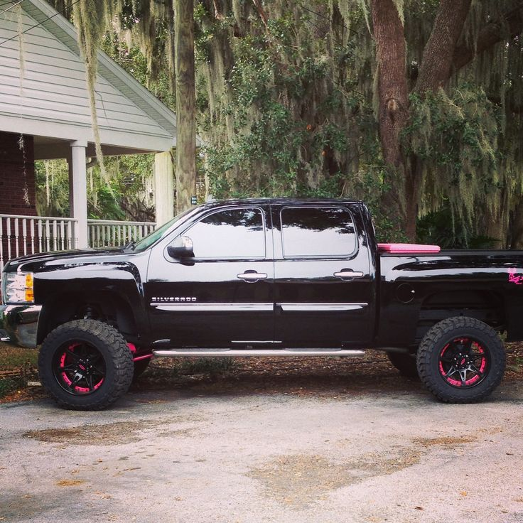 Black and pink chevy, I think I just fell in love and it has a pink toolbox in the back, love it! #Rims