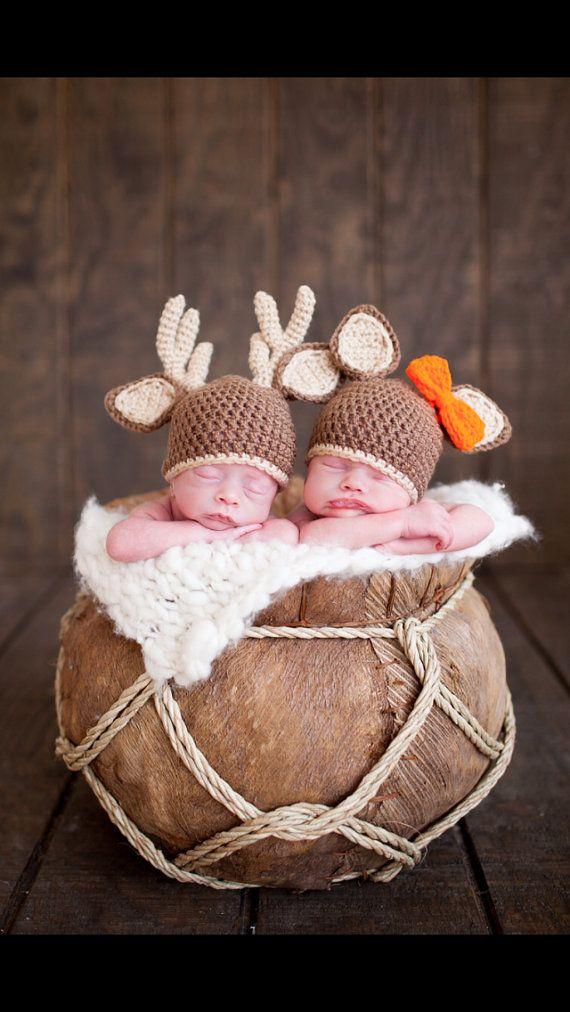 Buck cappelli e gemello Doe. Doppia foto di CraftingWithSharp