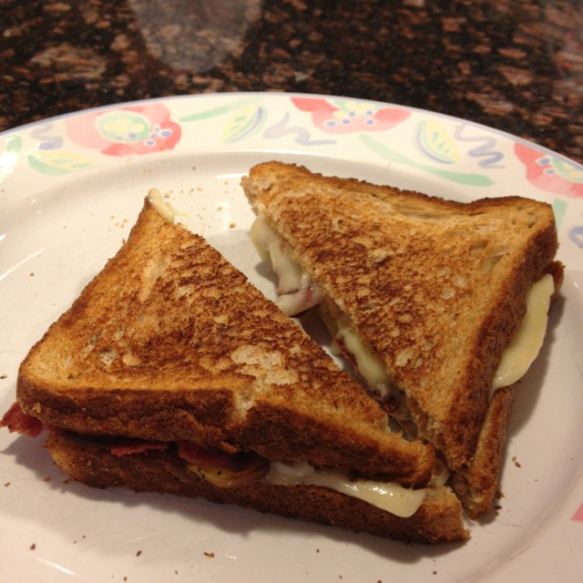 Cheddar grilled cheese with turkey bacon and apples on whole wheat