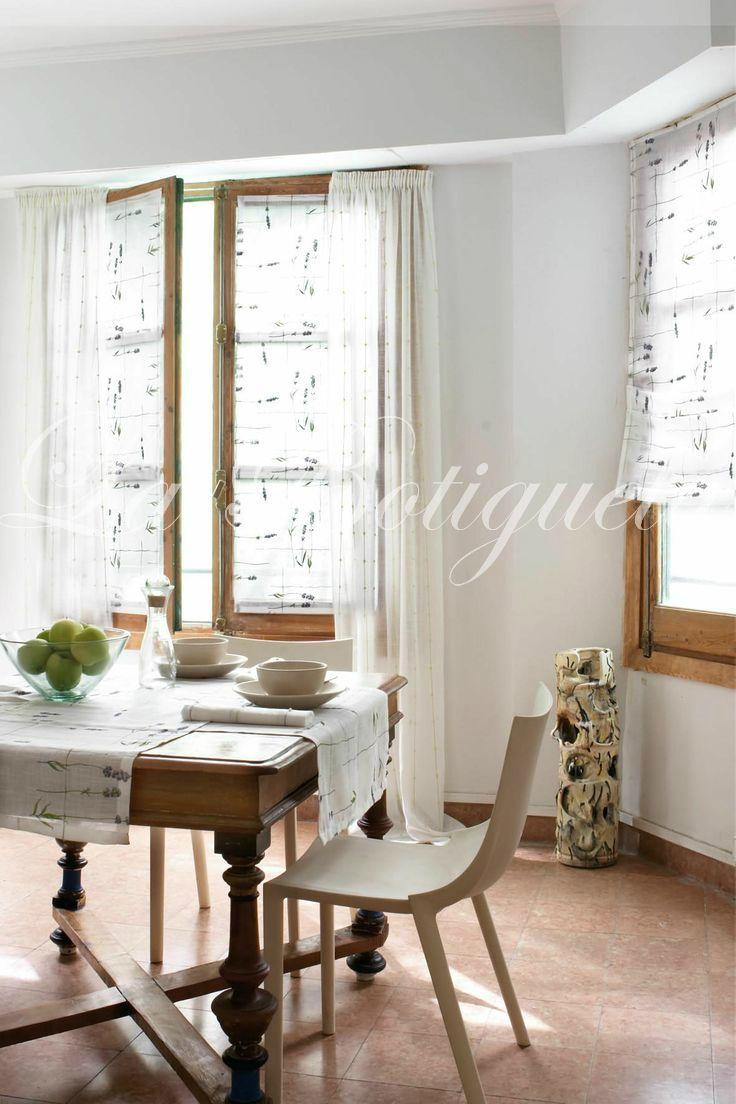 Ambientes más rústicos donde poder combinar manteles individuales con las cortinas.