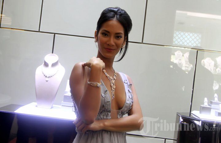 Tara Basro Kenakan Perhiasan Frank & Co Jewellery, Foto 3 - Tribun Images