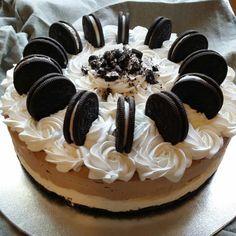 Oreokake. Hva om du bakte ei slik kake i helgen? :-) Oppskrift: ca 400 gram…