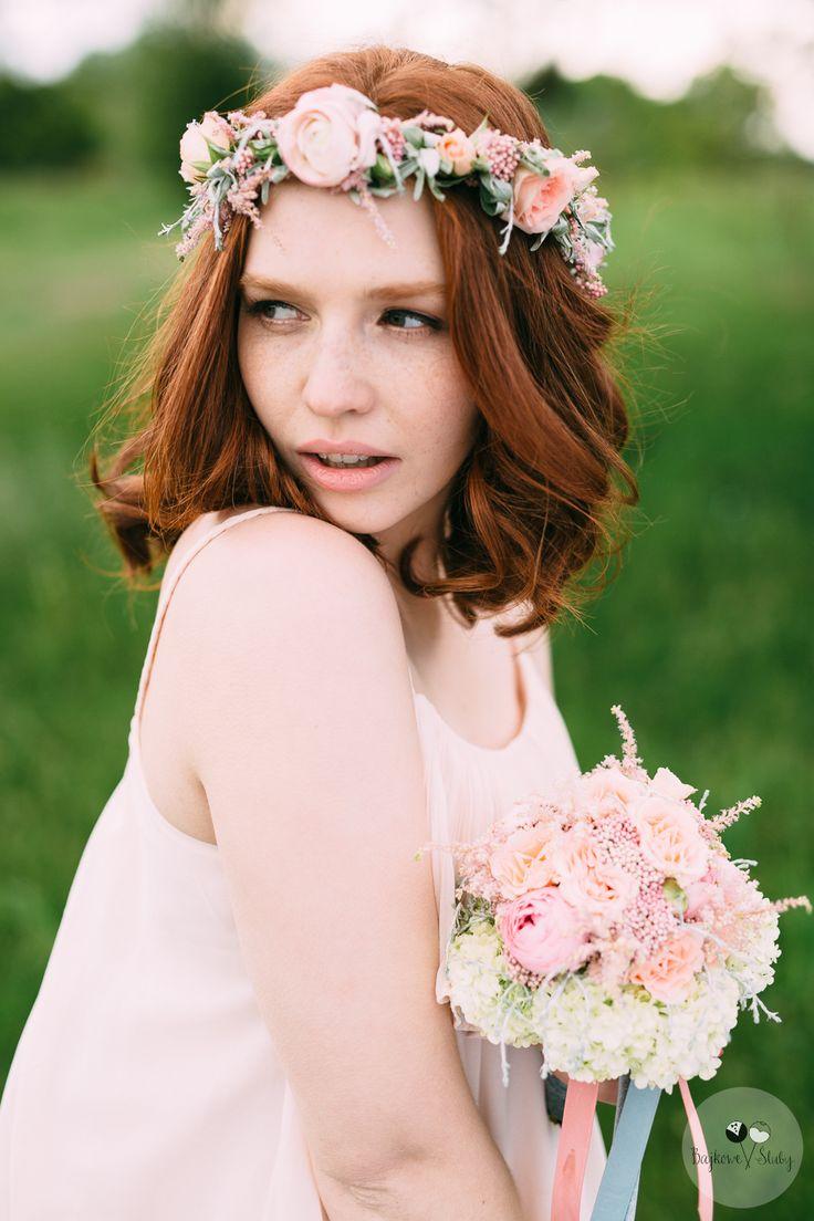 wedding session / session romance / love /  floral crowns / romantyczna sesja narzeczeńska / fot. Bajkowe Śluby