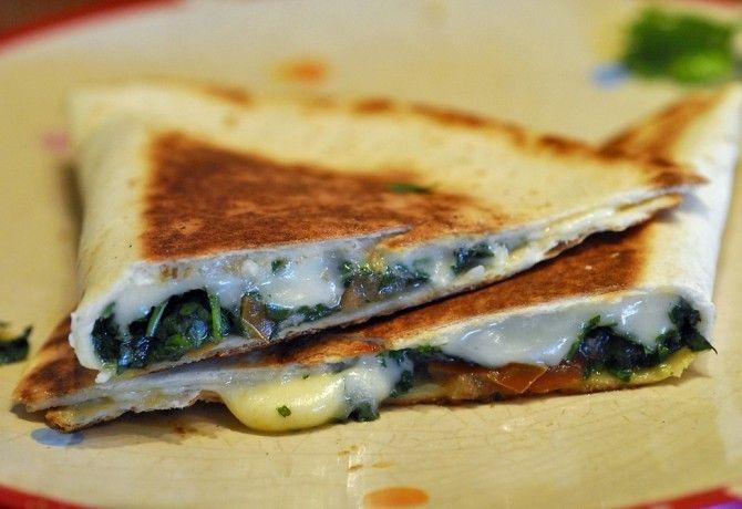Egyszerűen elkészíthető, de mégis kis változatosságot jelent a hagyományos szendvicsekhez képest. Töltsd meg, és tekerd fel!