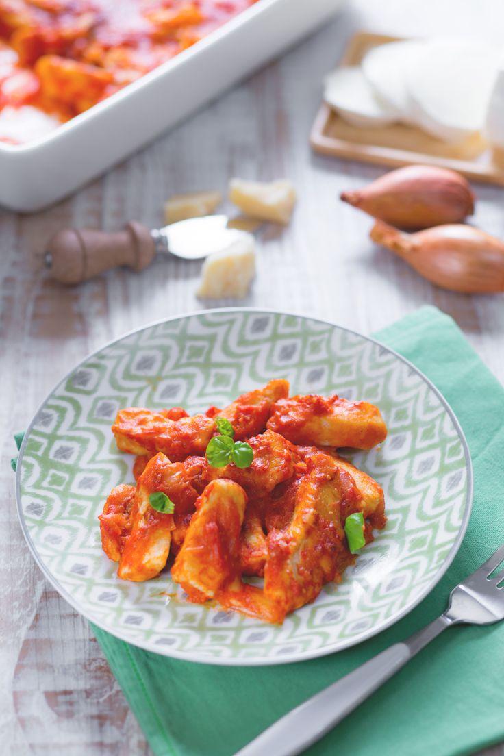 Non lasciatevi ingannare dall'apparenza, potrebbero sembrare gnocchi ma non lo sono... oggi per pranzo straccetti di #pollo alla sorrentina! #Giallozafferano #recipe #ricetta