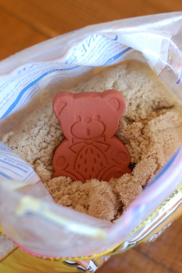 Amazing way to keep brown sugar moist... I can't believe I'm only now finding out about this little clay bear!