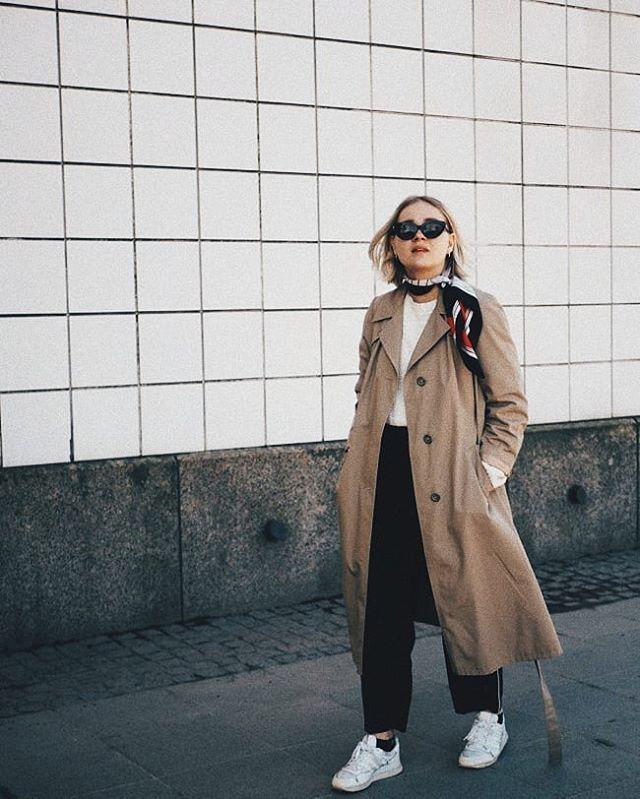 Listasi blogiin viisi ihanaa asiaa just nyt  yksi on tietty se että tarkenee trenssissä ja paljain nilkoin!  kerro yksi ihana juttu sun elämästä?  #fashionstatement #moreontheblog #newblogpost #linkinbio . . . . . . . . . . #whatiwore #whatiworetoday #nouwblogger #nouwinfluencer #nouwfinland #nouwoutfit #mystyle #outfitshare #ootdfashion #ootdfinland #scandioutfit #scandifashion #springfashion #hmxme