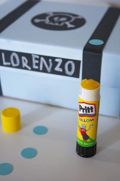 Insegna ai tuoi bimbi il significato dell'ordine e a riporre i giochi quando finiscono di usarli realizzando insieme una scatola dei pirati