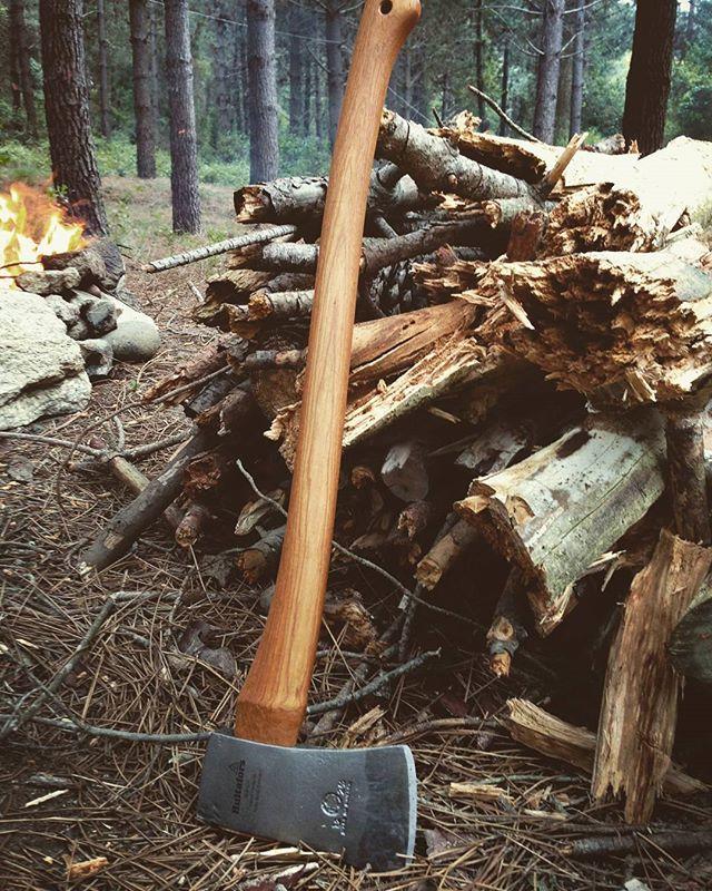 #hultafors #axe by @efeavticaret #axejunkies #bushcraft #wildcamping #nature #instalike #camp #instanature #vscogood #outdoors #adventure #hiking #forest #wood #liveauthentic #mothernature #naturelover #insta_turkey #backpacking #natureseekers #wilderness #getoutside #rei1440project #survival #wildernessculture #campvibes #neverstopexploring #menofoutdoors
